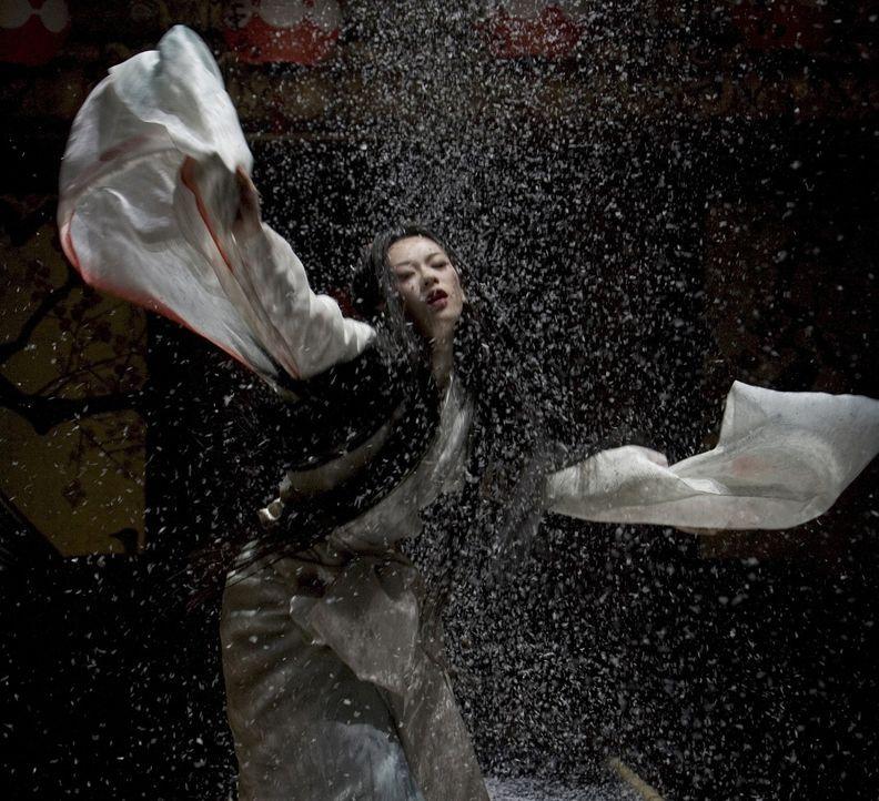 """Japan 1929, die neunjährige Chiyo wird kurz vor dem Tod ihrer Mutter an ein Geishahaus verkauft. Nachdem die """"Mutter"""" des Geisha-Hauses entschieden... - Bildquelle: 2005 Sony Pictures Television International."""