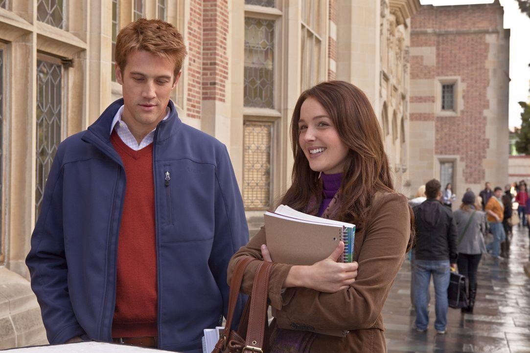 An der St. Andrews University lernen sie sich kennen: Die bürgerliche Kate Middleton (Camilla Luddington, r.) und Prinz William (Nico Evers-Swindell... - Bildquelle: The Königsberg Company