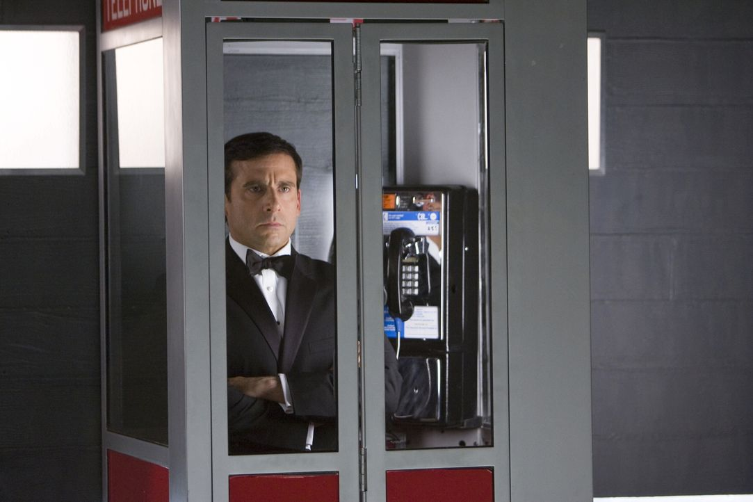 Maxwell Smart (Steve Carell) ist Agent 86 bei CONTROL, einer Behörde, die organisierte Kriminalität und insbesondere die Machenschaften der Verbrech... - Bildquelle: Warner Brothers