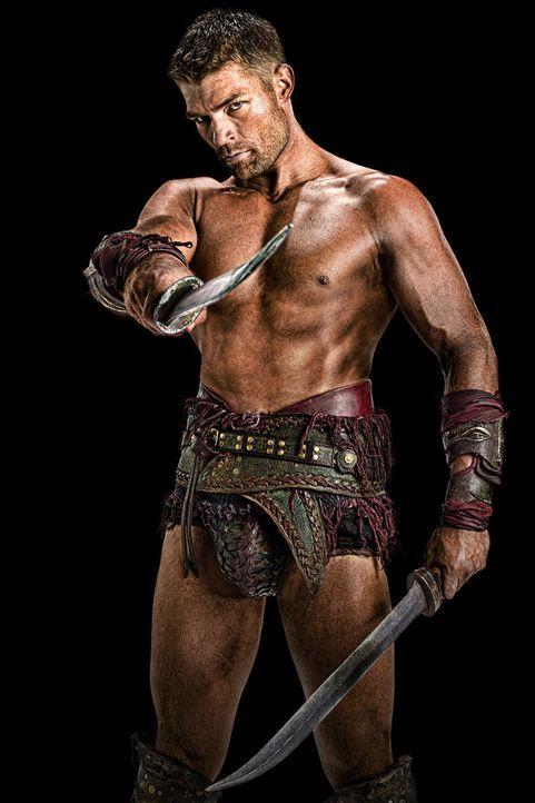 Sagt den Römern und insbesondere Gaius Claudius Glaber den Kampf an: Spartacus (Liam McIntyre) ... - Bildquelle: 2011 Starz Entertainment, LLC. All rights reserved.
