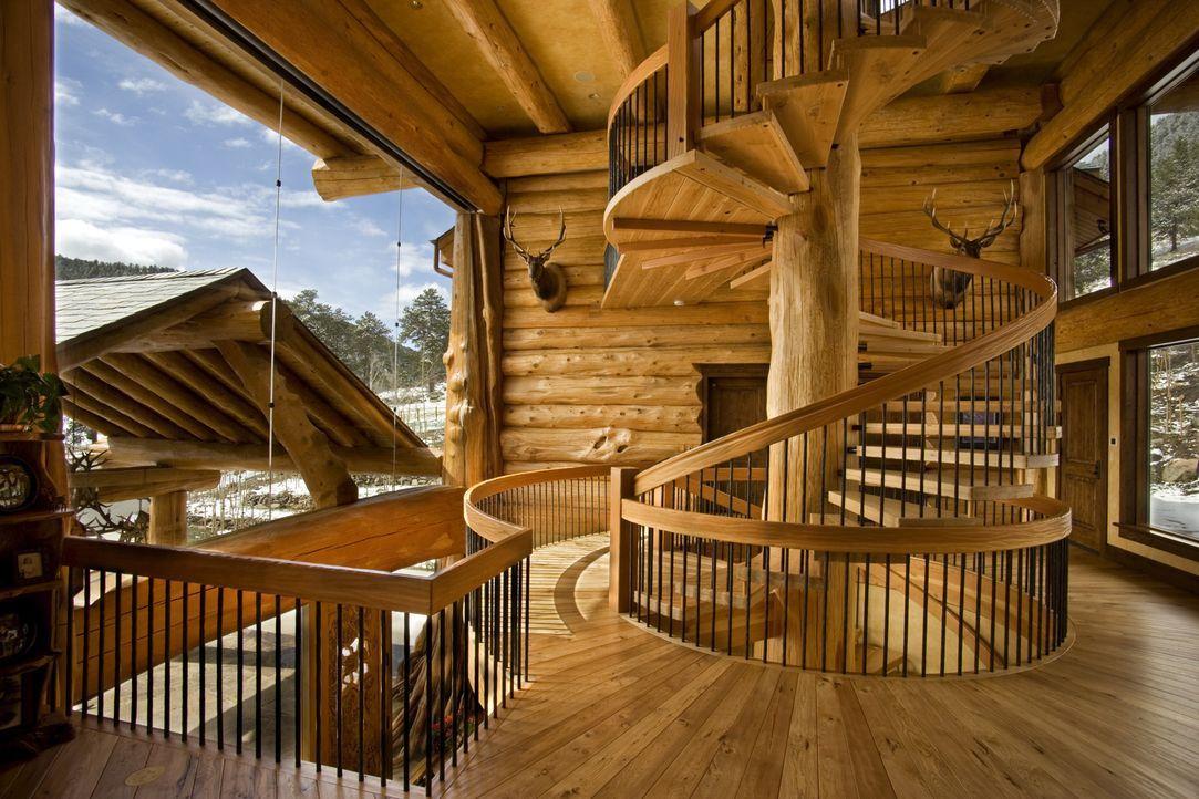 (1. Staffel) - Alles passt perfekt zusammen, denn jedes Element des Holzhauses wird nur für dieses Objekt angefertigt und verschifft ... - Bildquelle: Paperny Entertainment 2014