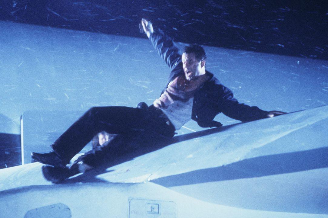 Einer gegen alle, und alle gegen einen: John McClane (Bruce Willis) ... - Bildquelle: 1990 Twentieth Century Fox Film Corporation.  All rights reserved.