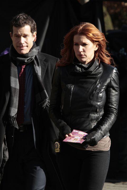 Ein neuer Mordfall entführt Carrie (Poppy Montgomery, r.) und Al (Dylan Walsh, l.) in Mitten der Welt von Bruderschaften ... - Bildquelle: 2011 CBS Broadcasting Inc. All Rights Reserved.