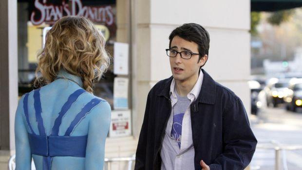 Max (Josh Zuckerman, r.) erklärt Naomi (AnnaLynne McCord, l.), dass sie nicht...