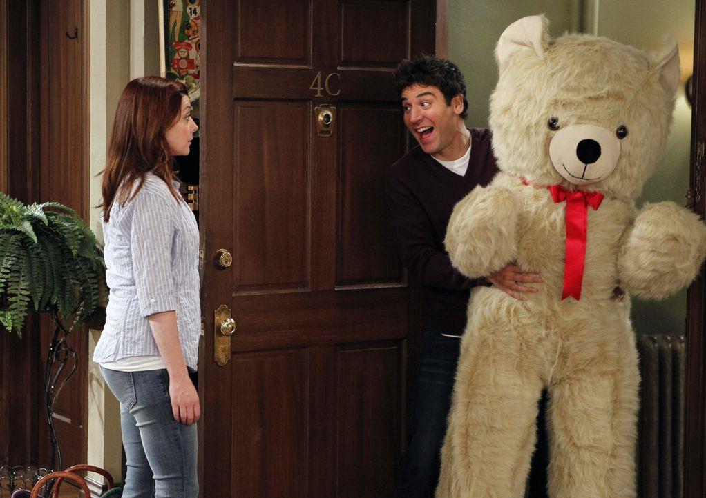 Kommt Ted (Josh Radnor, r.) als Pate für Marvin in Frage? Lily (Alyson Hannigan, l.) wird es in einigen Tests herausfinden ... - Bildquelle: 2012 Twentieth Century Fox Film Corporation. All rights reserved.