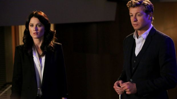 Ein neuer Fall beschäftigt Teresa (Robin Tunney, l.) und Patrick (Simon Baker...