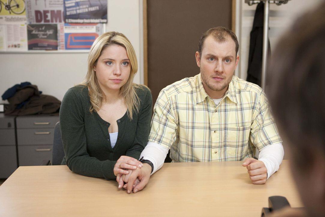 Raufen sich zusammen: Piet (Oliver Petszokat, r.) und Miriam (Carolina Maria Frier, l.) ... - Bildquelle: SAT.1
