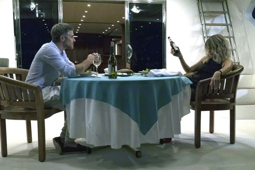 Teddy (Dave Annable, l.) um den Finger zu wickeln, hält Mickey (Kaitlin Olson...