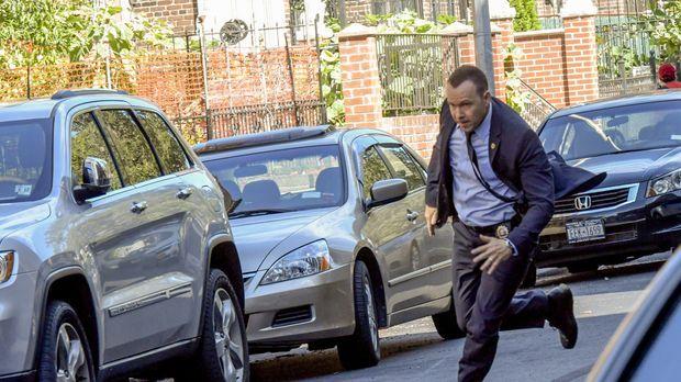 Beim Versuch einen flüchtigen Gangster zu fassen, zeigt Danny (Donnie Wahlber...