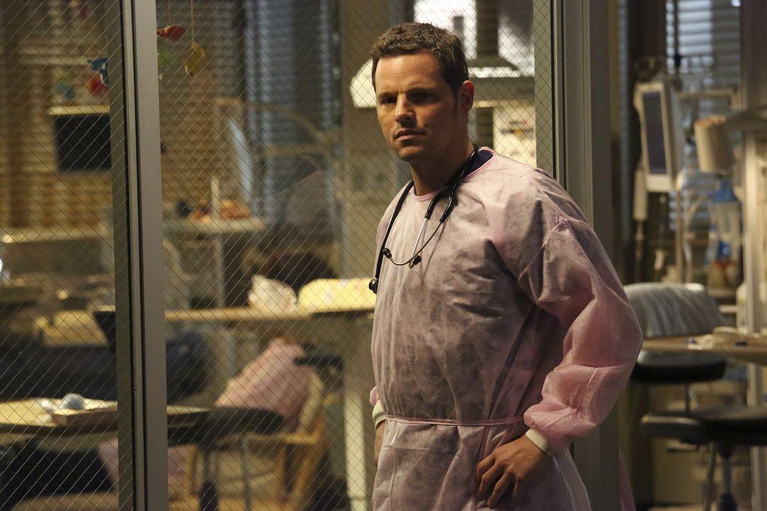 Alex (Justin Chambers) hat entschieden etwas dagegen, dass Jo mit einem Typ, den sie erst gerade kennen gelernt hat, zusammenzieht ... - Bildquelle: ABC Studios