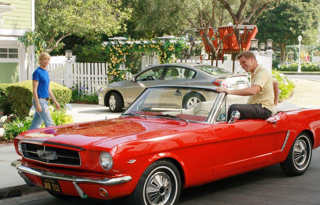 Rückblende: Nach einem Unfall erkannte Tom (Doug Savant, r.), dass er mehr vom Leben erwarte, als der örtliche Pizzabäcker zu sein. Damals versprach... - Bildquelle: ABC Studios