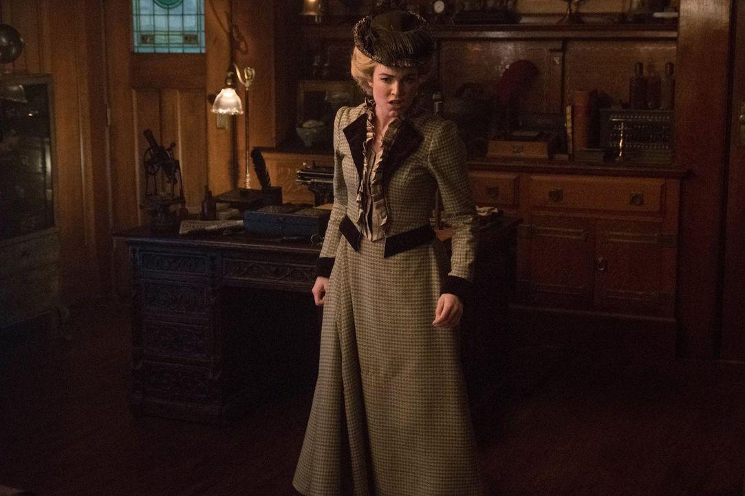 In London des Jahres 1895 trifft das Team auf Rip, doch als ihn nicht alle freudig willkommen heißen, muss Sara (Caity Lotz) eine Entscheidung treff... - Bildquelle: 2017 Warner Bros.