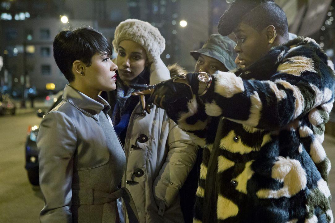 Cookies Assistentin Porsha (Ta'Rhonda Jones, r.) und ihre Clique halten Anika (Grace Gealsey) davon ab, den Deal mit Tiana zu torpedieren ... - Bildquelle: 2015 Fox and its related entities.  All rights reserved.