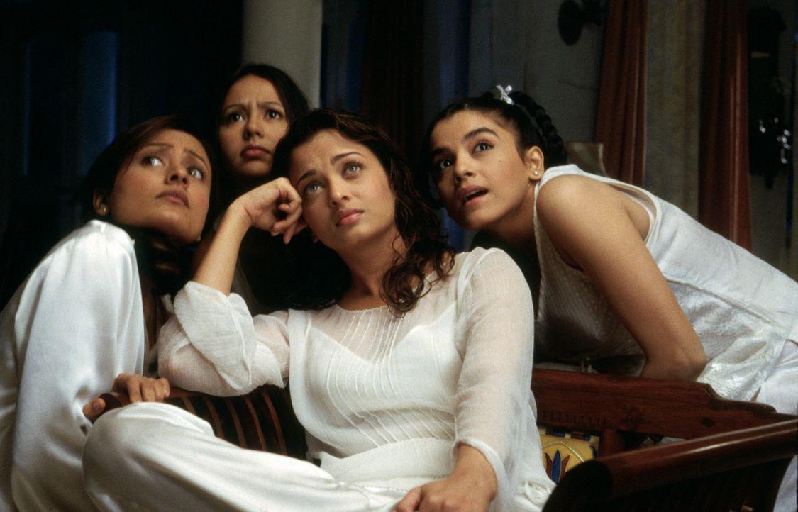 Die Familie Bakshi aus der indischen Stadt Amritsar hat vier wunderbare Töchter: Jaya (Namrata Shirodkar, l.), Lalita (Aishwarya Rai, 2.v.r.), Maya... - Bildquelle: Miramax Films