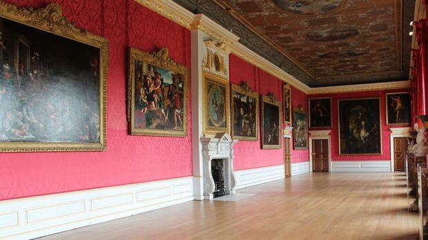 Historische Schlösser und Burgen erzählen Geschichten über die britische Köni...