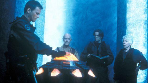 Captain O'Neil (Richard Dean Anderson, l.) und Daniel Jackson (Michael Shanks...