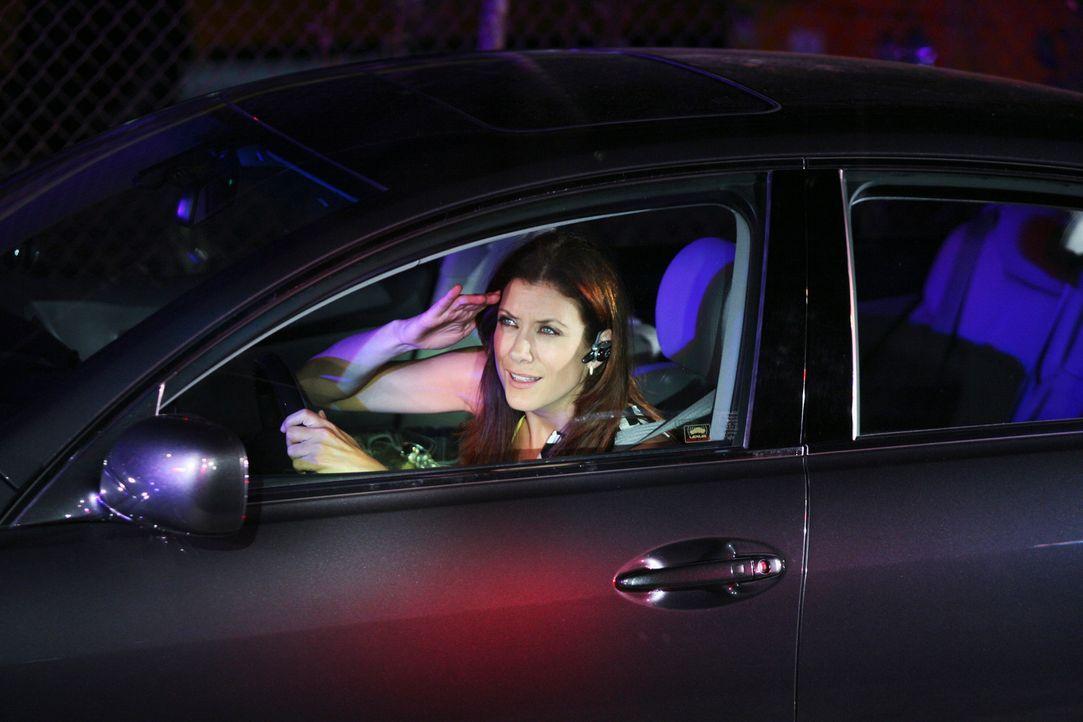 Da Addison (Kate Walsh) glaubt, dass Kevin sie betrügt, verfolgt sie ihn mit ihrem Auto und landet schließlich mitten in einem SWAT-Einsatz, wo sie... - Bildquelle: ABC Studios