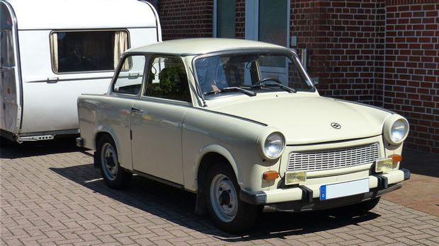 Trabant mit Wohnwagen aus der DDR