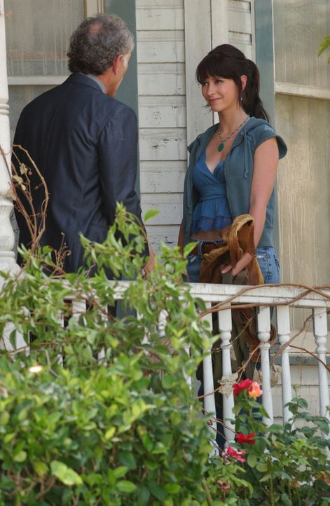 In einem alten Gebäude hat Melinda (Jennifer Love Hewitt, r.) die Geister von drei Jungs wahrgenommen. Sie becirct den neuen Besitzer des Hauses Tob... - Bildquelle: ABC Studios