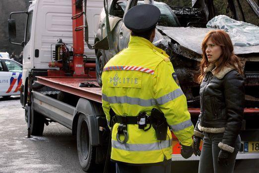 Crossing Lines - Ist die verkohlte Leiche in einem Autowrack, das in Frankrei...