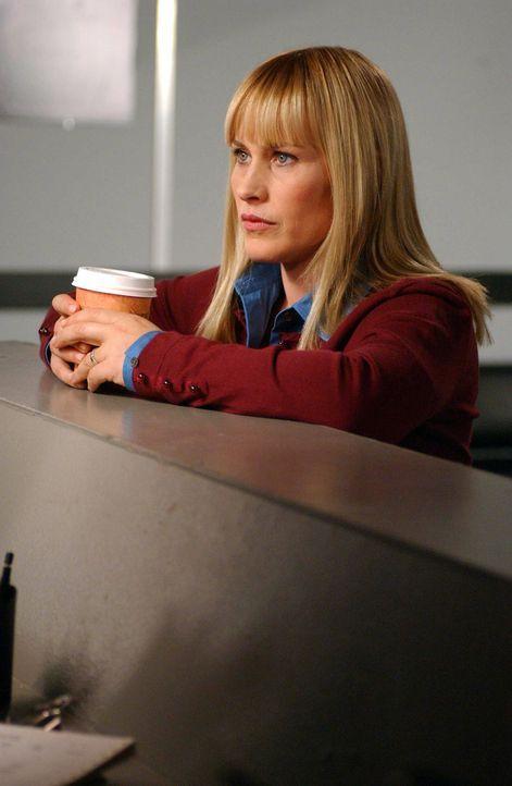 Allison (Patricia Arquette) macht sich große Sorgen, denn sie hat von einem Flugzeugabsturz geträumt ... - Bildquelle: Paramount Network Television