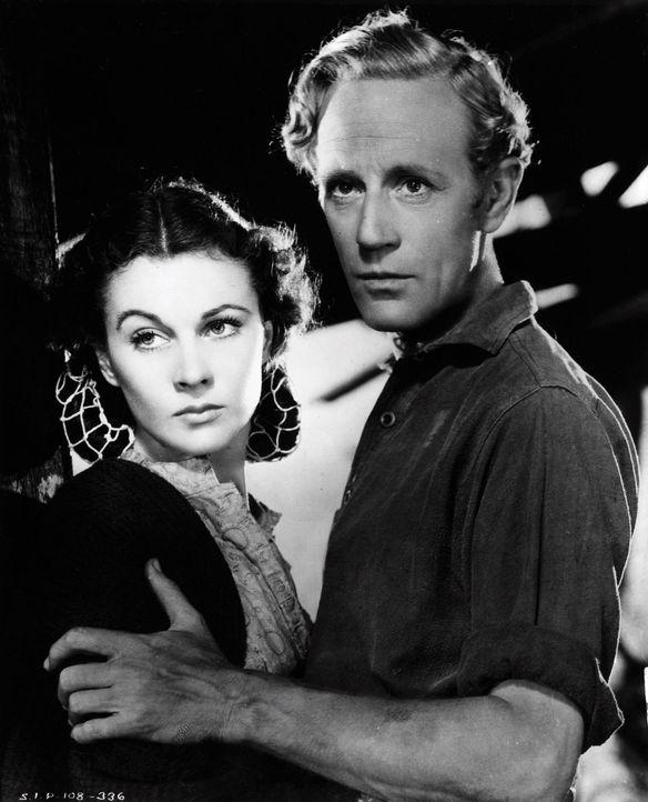 Nach dem verlorenen Bürgerkrieg lebt und rackert Scarlett O'Hara (Vivien Leigh, l.) nur für den Ehemann  Cousine, Ashley Wilkes (Leslie Howard, r.).... - Bildquelle: Metro-Goldwyn-Mayer (MGM)