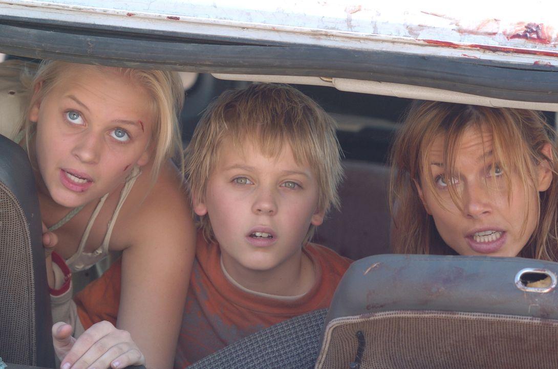 Eigentlich sollten es einige wunderschöne Tage werden, als Amy (Bridget Moynahan, r.) und ihre beiden Stiefkinder Jessica (Carly Schroeder, l.) und...
