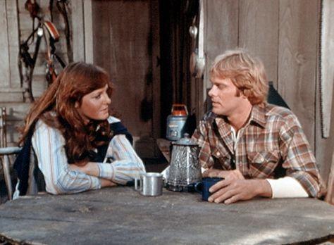 Die Waltons - Erin (Mary Beth McDonough, l.) hat den Holzfäller Paul Mathews...