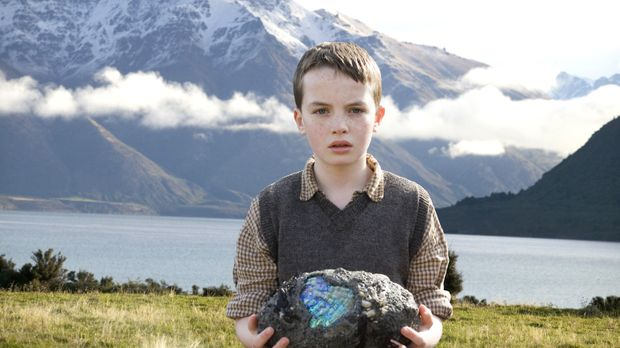 Der kleine Angus (Alex Etel) findet am Strand des Sees ein mysteriöses Ei. Un...