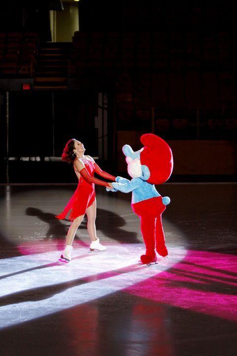 Schon früher war Crystal Cohen (Allison Janney) eine begabte Eiskunstläuferin. Dass sie sich jemals wieder aufs Eis wagt, hätte sie jedoch nicht... - Bildquelle: Sony Pictures Television Inc. All Rights Reserved.