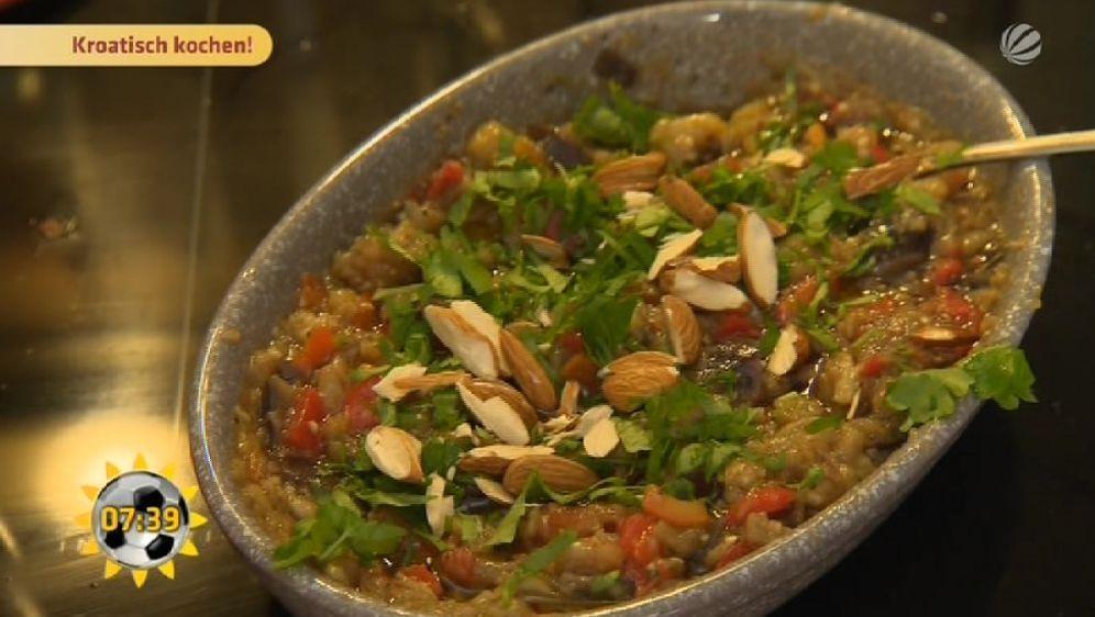 Auberginen-Paprika-Dip mit Weißbrot