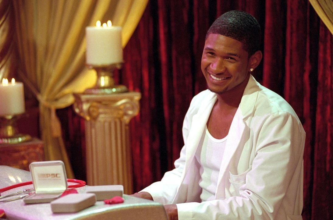 Sabrina wird vom Hexenrat bestraft und muss deshalb zu Doktor Love (Usher Raymond). - Bildquelle: Paramount Pictures