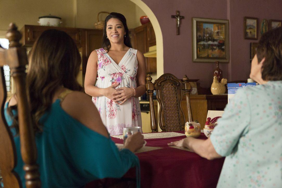 Die Probleme im Leben von Jane (Gina Rodriguez, M.), Alba (Ivonne Coll, r.) und Xo (Andrea Navedo, l.) lassen nicht nach ... - Bildquelle: 2014 The CW Network, LLC. All rights reserved.