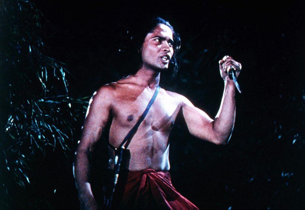 Mutig stellt sich Mowgli (Sabu) seinem Feind in den Weg ... - Bildquelle: United Artists