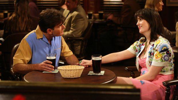 Charlie Harper (Charlie Sheen, l.) trifft sich mit seiner Stalkerin Rose (Mel...