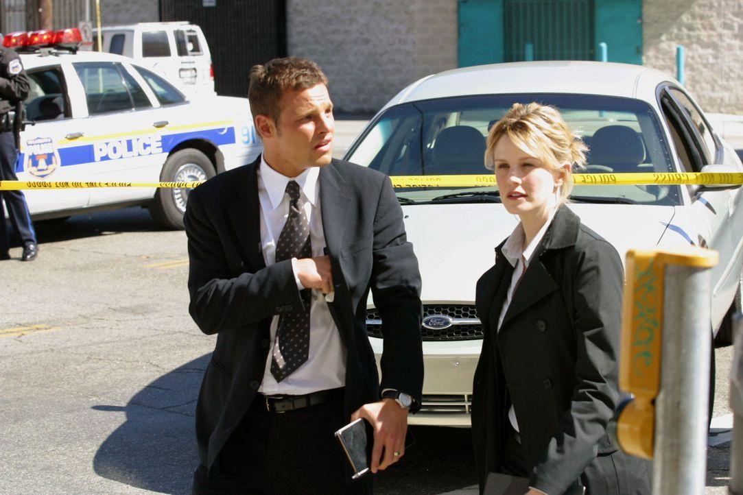 Dem Mörder auf der Spur: Chris Lassing (Justin Chambers, l.) und Det. Lilly Rush (Kathryn Morris, r.) Ermittlungen sehr gut voran. - Bildquelle: Warner Bros. Television