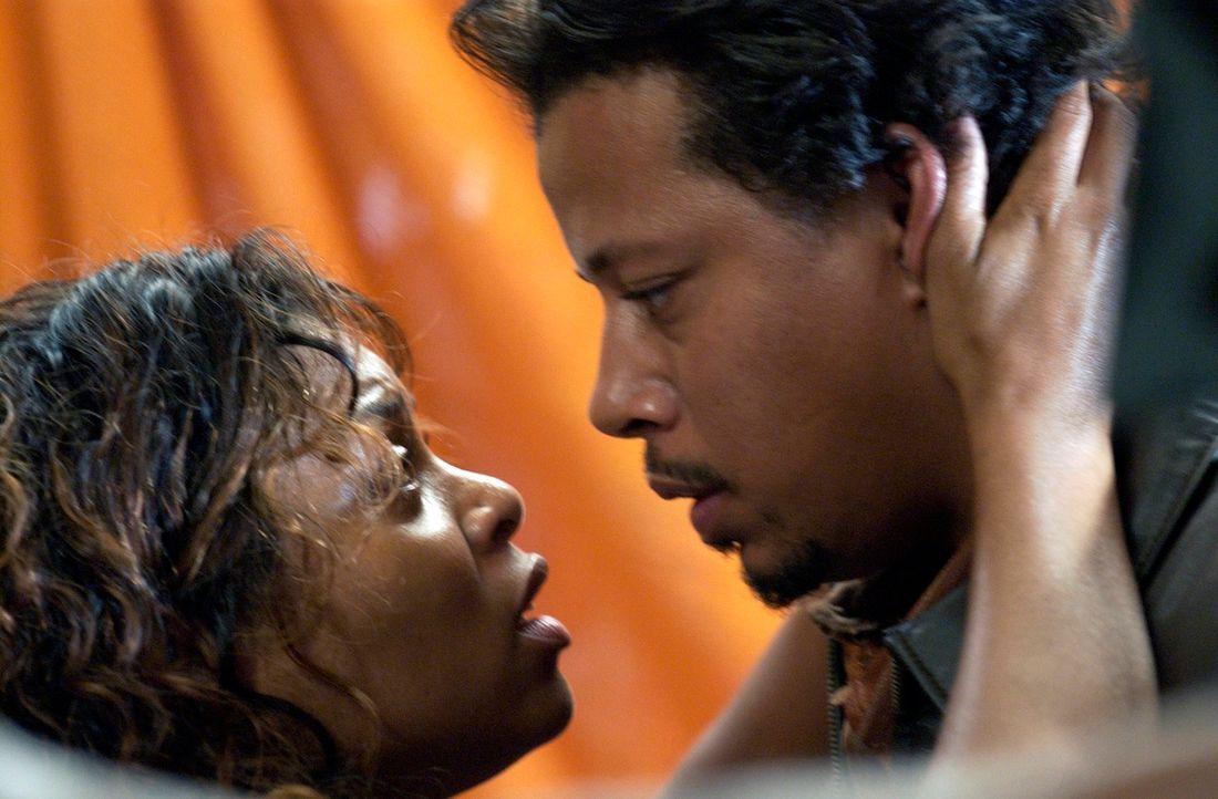 Shug (Taraji P. Henson, l.) versichert  Djay (Terrence Dashon Howard, r.), dass sie an ihn glaubt und immer hinter ihm steht ... - Bildquelle: 2005 by PARAMOUNT PICTURES. All Rights Reserved.