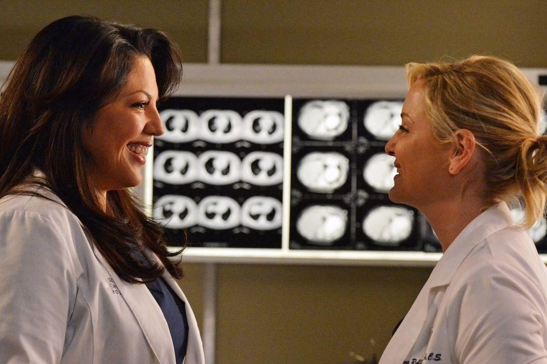 Arizona (Jessica Capshaw, r.) benutzt eine neue Prothese, mit der sie sich zum ersten Mal seit ihrer Beinamputation wieder gut fühlt und Callie (Sar... - Bildquelle: ABC Studios