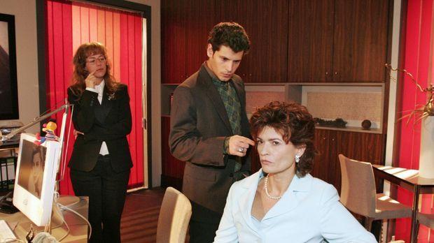 Rokko (Manuel Cortez, M.) analysiert vor Sophie (Gabrielle Scharnitzky, r.) u...