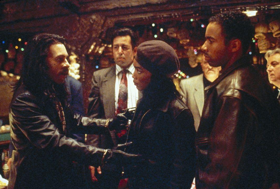 Einer wird gewinnen: Die ungleichen Männer Max (Eddie Murphy, l.) und Justice (Allen Payne, r.) nehmen den Kampf um Rita auf ... - Bildquelle: Paramount Pictures