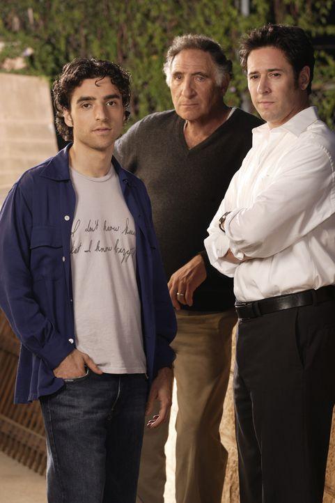 (1. Staffel) - Alan (Judd Hirsch, M.) ist stolz auf seine beiden Söhne Don (Rob Morrow, r.) und Charlie (David Krumholtz, l.), die gemeinsam schwier... - Bildquelle: Paramount Network Television