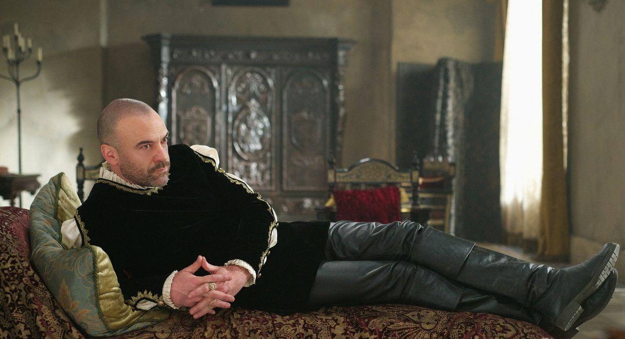 König Henry (Alan Van Sprang) wird zum ständigen Begleiter von Catherine ... - Bildquelle: Sven Frenzel 2014 The CW Network, LLC. All rights reserved.