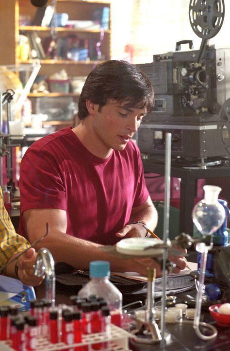 Um seinen Freund Lex zu beschützen, muss Clark (Tom Welling) herausfinden, welches Geheimnis sich hinter Desirees schöner Fassade verbirgt ... - Bildquelle: Warner Bros.