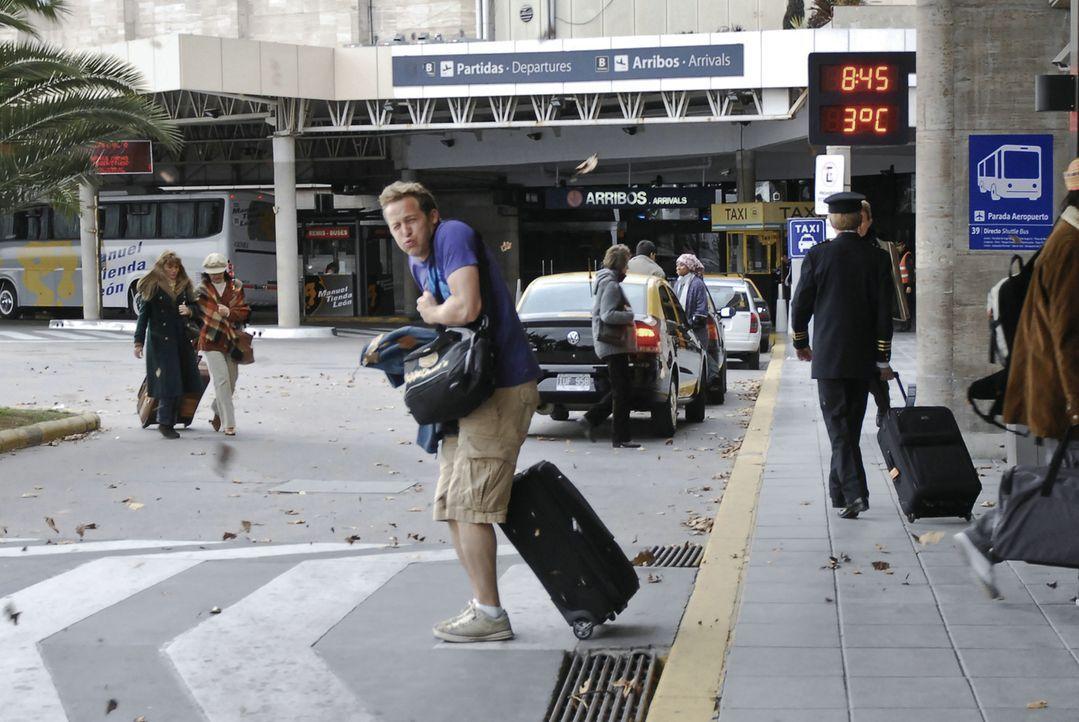 Pitschi (Maximilian Brückner) findet sein Leben langweilig und beschließt kurzerhand nach Buenos Aires abzuhauen. Dort angekommen stellt sich jedo... - Bildquelle: Sony Pictures Television Inc. All Rights Reserved.