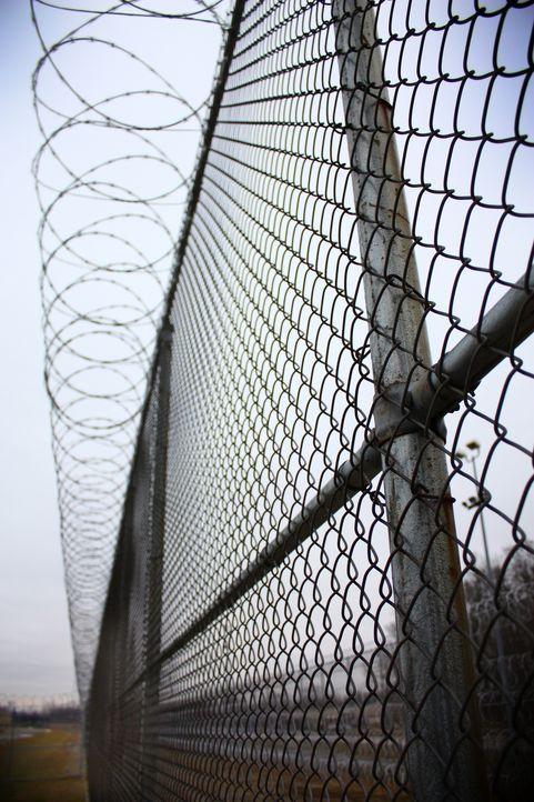 Dieser Zaun soll die Straftäter in Ohios Correctional Reception Center davon abhalten, zu fliehen ... - Bildquelle: Andrew Baker 2010 NGC Network US, LLC All Rights Reserved