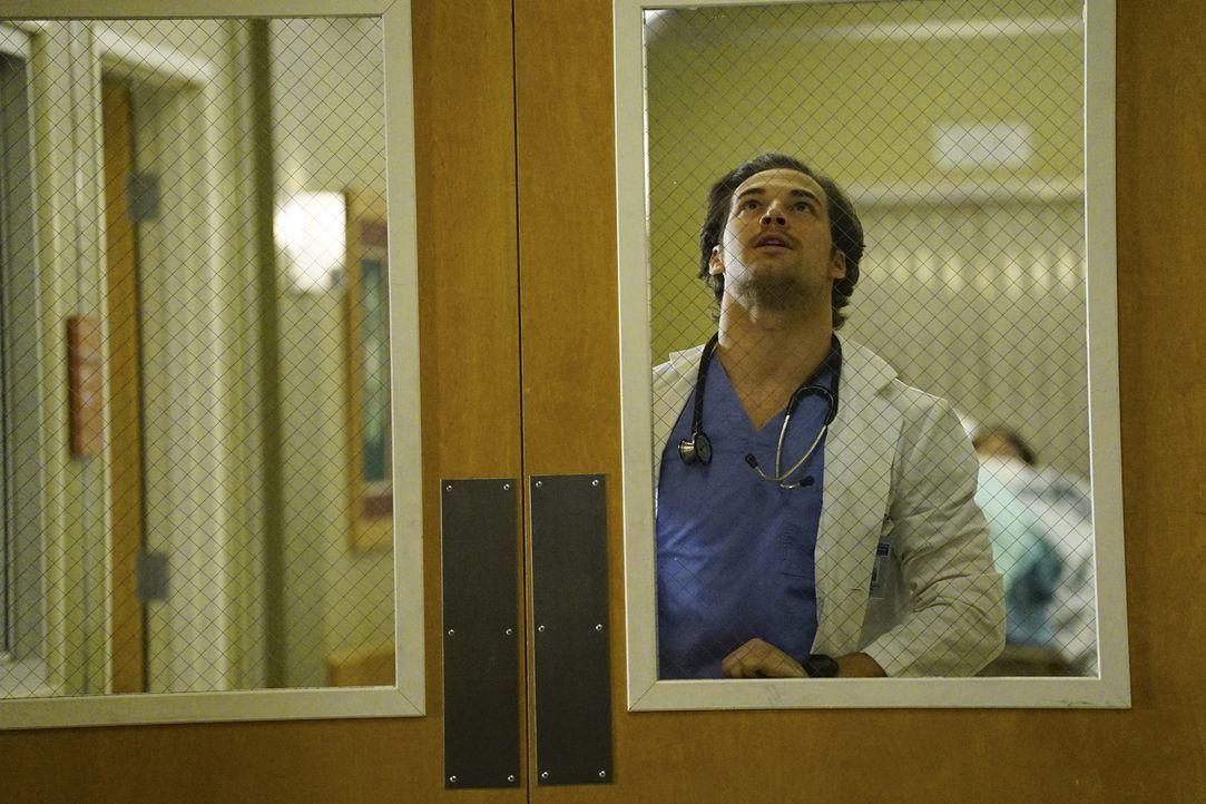 Nachdem ein Kind verschwindet, wird die Klinik kurzzeitig abgeriegelt. Das führt dazu, dass die Ärzte dort, wo sie sich gerade befinden, eingeschlos... - Bildquelle: Richard Cartwright ABC Studios