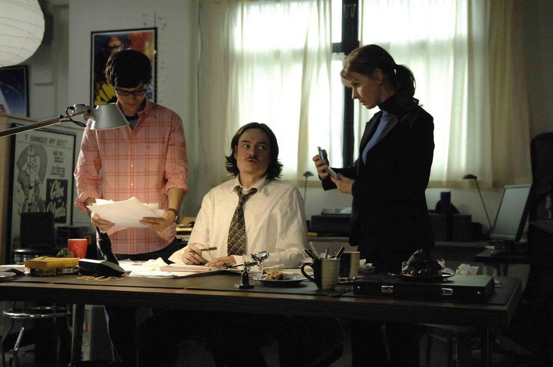 """Marco (Richard Kahan, l.) und Diana (Jacqueline  McKenzie, r.) sind sich sicher: Rückkehrer Curtis (Todd Giebenhain, M.) kennt das Geheimnis der """"Ge... - Bildquelle: Viacom Productions Inc."""