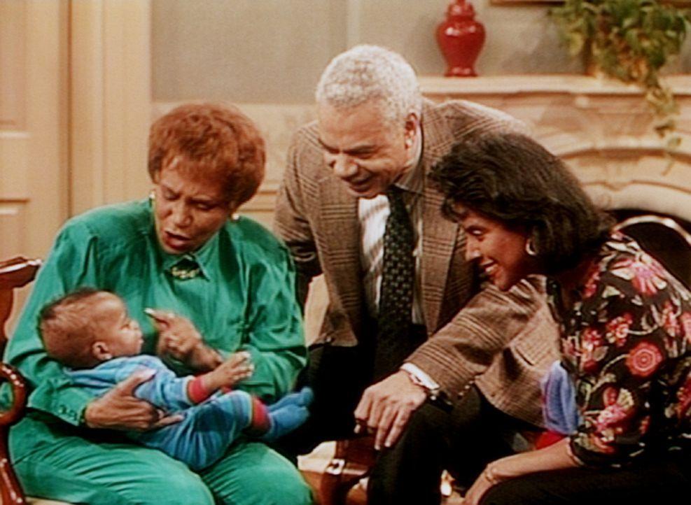 Anna (Clarice Taylor, l.), Russell (Earle Hyman, M.) und Clair (Phylicia Rashad) widmen all ihre Aufmerksamkeit dem kleinen Nelson. - Bildquelle: Viacom