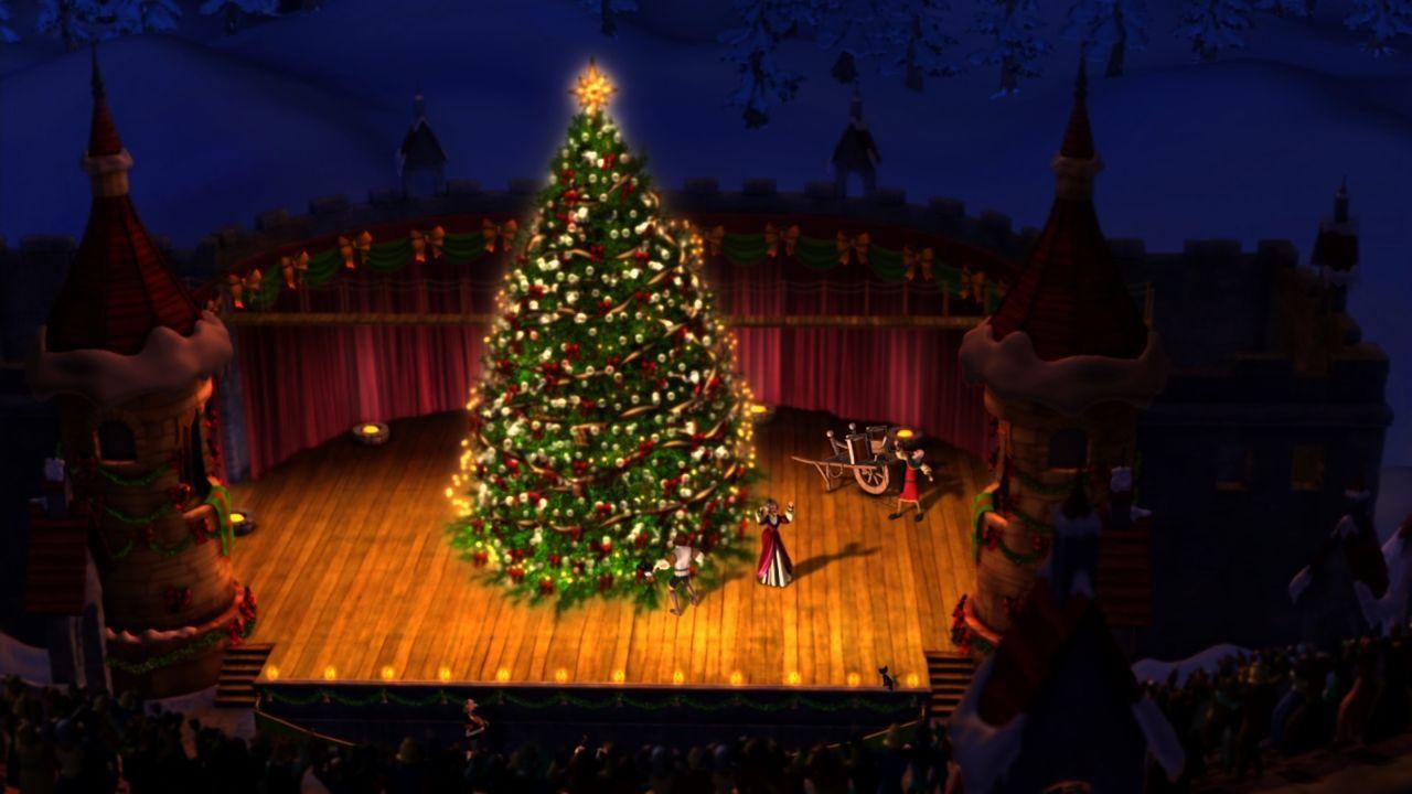 Der königliche Weihnachtsbaum ist viel mehr als nur eine Tradition, denn der Schmuck an diesem ganz besonderen Baum erinnert an Aufmerksamkeiten und... - Bildquelle: 2012 Swan IV LLC. All Rights Reserved.