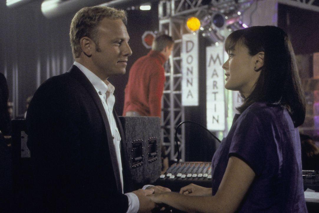 Steve (Ian Ziering, l.) hat eine Entscheidung getroffen, aber wie wird Janet (Lindsay Price, r.) auf die Idee reagieren? - Bildquelle: Paramount Pictures